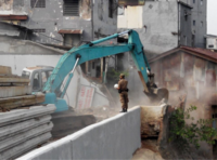 A bulldozer demolishing buildings, 20 August 2015. Photo: Azas Tigor Nainggolan.
