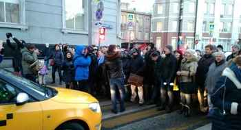 The currency borrowers blocked Neglinnaya street in Moscow and scuffled with the police